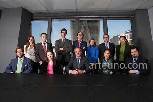 fotografía institucional de grupo de empleados de empresa