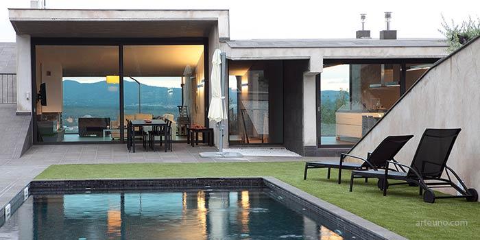 Fotografia arquitectonica de chalets con piscina