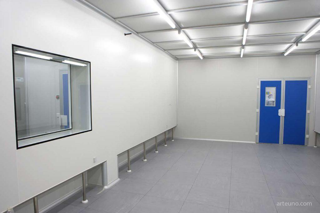 foto industrial de instalaciones en la fábrica del cliente