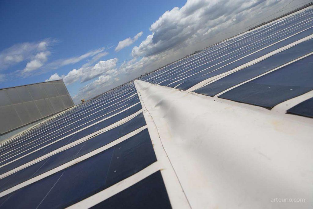 Fotógrafo de industria de instalaciones, productos y plantas industriales como módulos fotovoltaicos